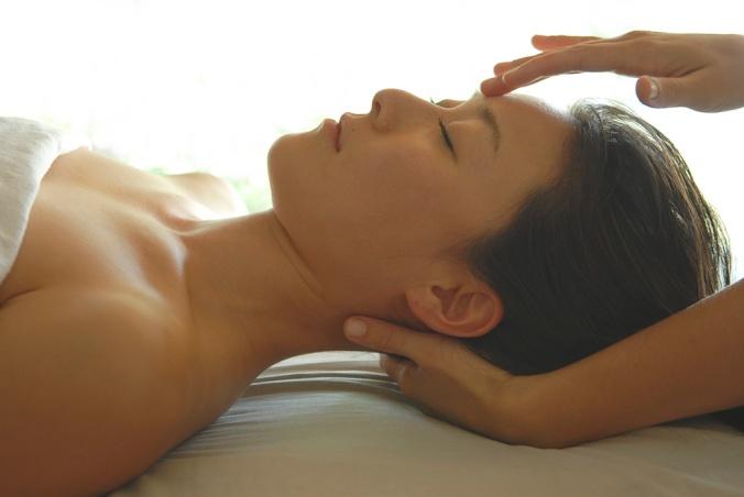 woman-reiki-healing